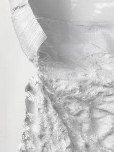 Constanze Vogt, Detail, O.T. 2014-2015. Fotopapier, benäht mit Baumwollgarn. 200x107 cm. Foto: Helmut Kunde