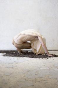 Matt Vogel, excess skin, Performance, 2015